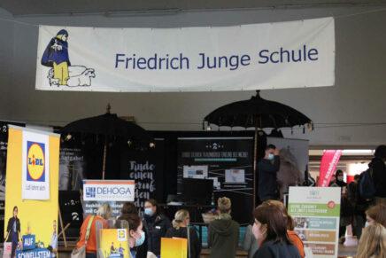 Motivierter Nachwuchs gesucht! Berufsorientierungsmesse an der Friedrich-Junge-Gemeinschaftsschule in Kiel